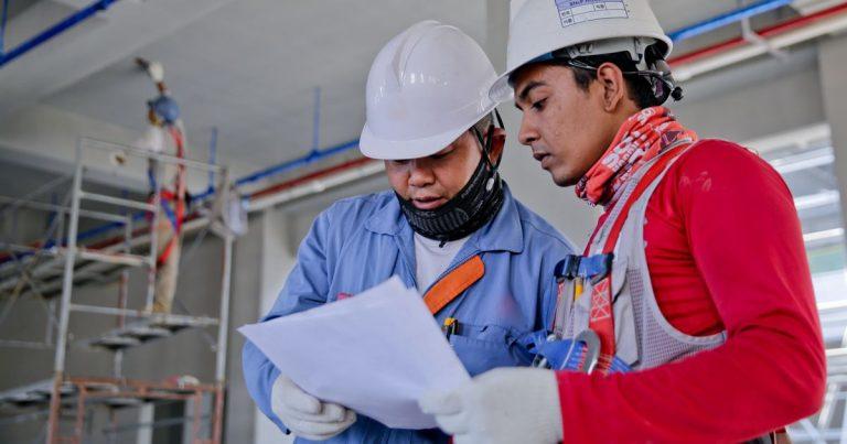 Muncitori asiatici in constructii